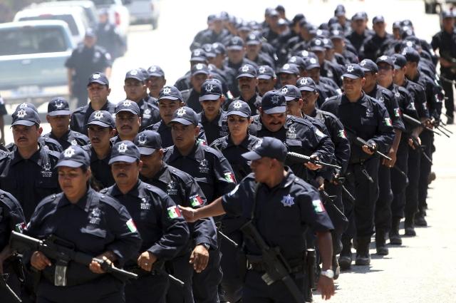 Pasan de autodefensas a ser policías rurales