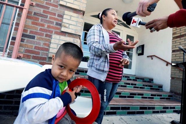 Latinos enferman cerca de campo de petróleo en LA (fotos)