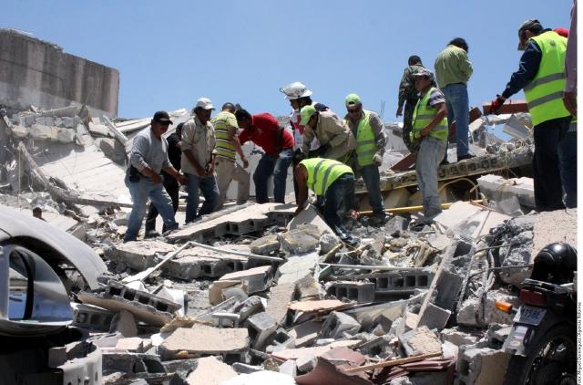 La narcoviolencia azota el estado mexicano de Tamaulipas como lo muestra la explosión de este edificio.