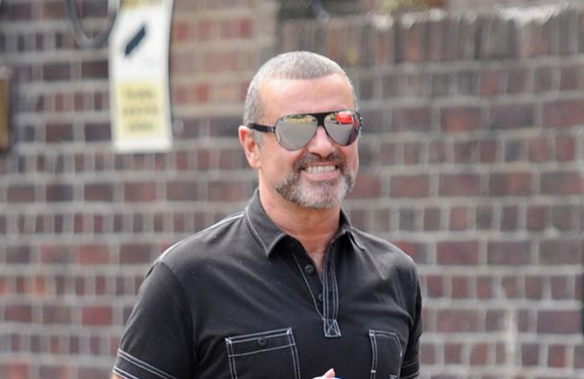 Video: Detienen al ex de George Michael por destrozar varios coches a martillazos