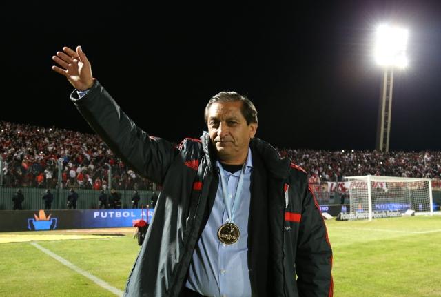Ramón Díaz cierra su ciclo  de entrenador con el   River Plate tras conquistar los  título de Liga y Copa de Argentina.