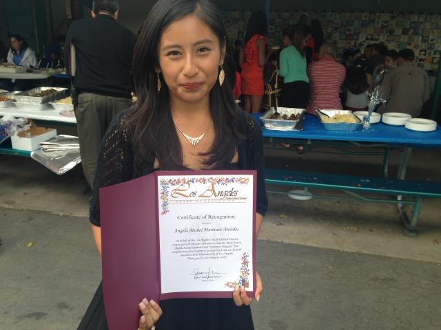 Angela Martínez, alumna de la secundaria Mark Twain, domina el inglés, el español y el zapoteco.