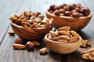 ¿Son más saludables las nueces o las almendras?