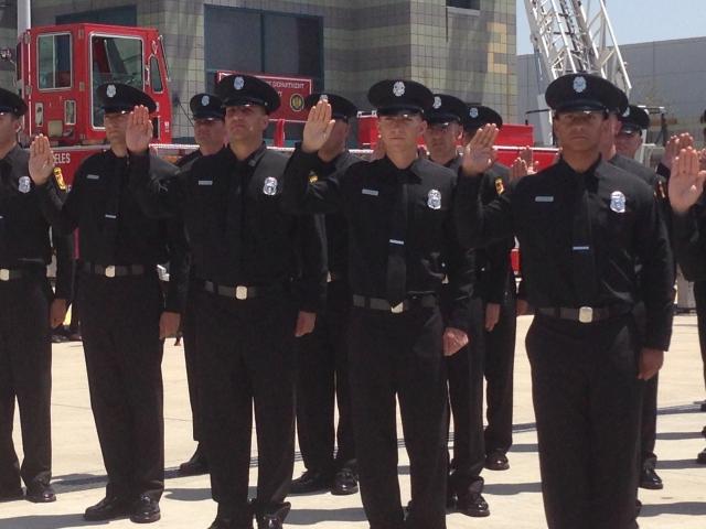 Un total de 58 nuevos bomberos se graduaron ayer en la primera ceremonia de este tipo desde 2009.  La ceremonia tuvo lugar en el Valle de San Fernando.