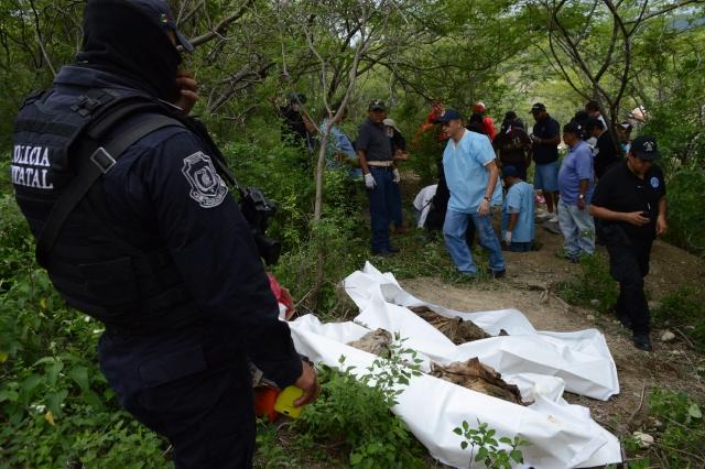 Sube a 31 los cadáveres hallados en fosa clandestina en México