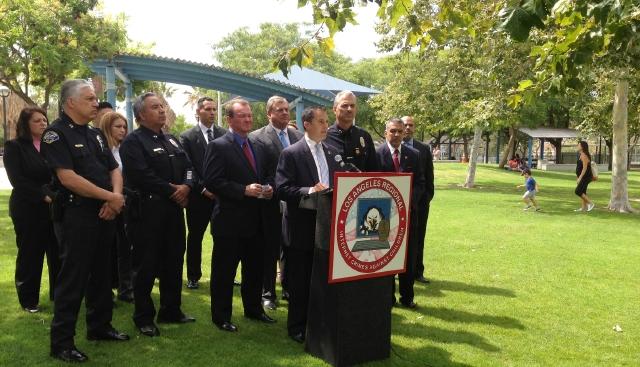 Agentes  se infiltraron en las redes sociales de Internet para poder arrestar a más de 275 depredadores sexuales.