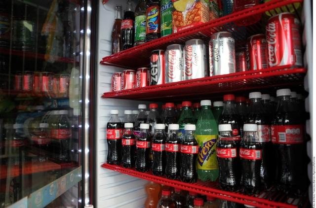 Mexicanos consumen demasiado refresco.
