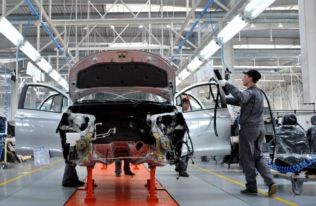 La industria automotriz generó más de seis mil empleos en el mes de junio.