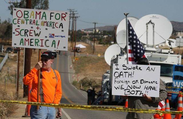 Tensa calma ante posible llegada de inmigrantes a Murrieta (fotos y videos)