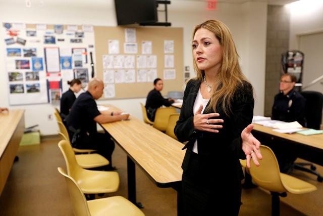 Cynthia González tiene más de un mes trabajando como fiscal de la ciudad de Los Ángeles.