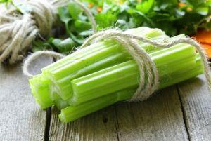 4 formas creativas de usar el apio, la verdura más aburrida en tu refrigerador