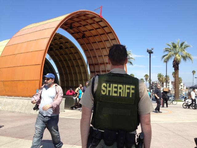 Reprueban al Departamento del Sheriff por vigilancia en Metro