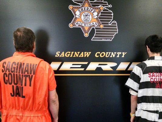 Vuelven las franjas en prisión de Michigan