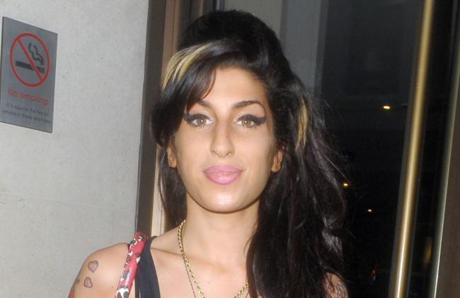Amy Winehouse sigue 'en contacto' con su padre tras su muerte