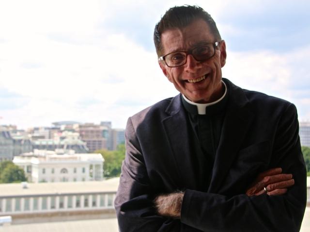 Pastor gay aboga por pacientes de VIH en la Casa Blanca