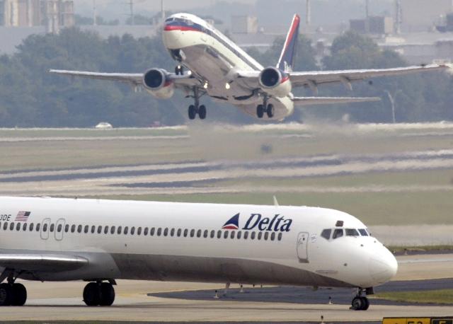 Delta Airline cancela y retrasa cientos de vuelos por problema informático