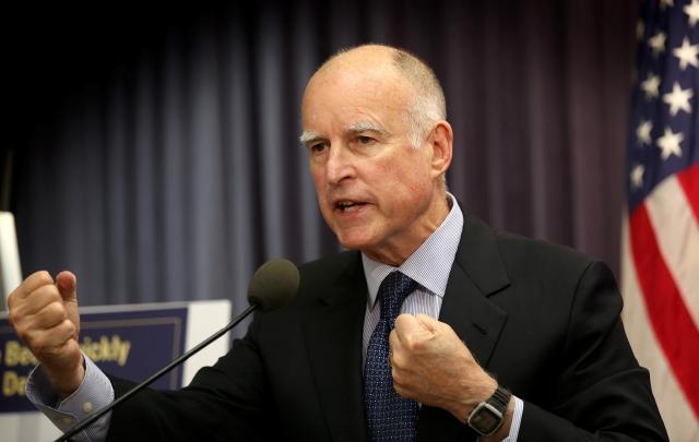 Gobernador Brown va en viaje de negocios a México