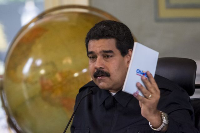 Maduro viaja a Aruba para liberar al general Carvajal