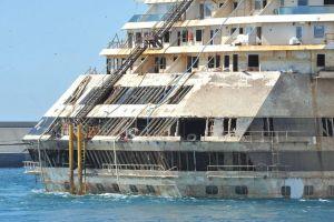 Llega Costa Concordia a Génova para ser desmantelado