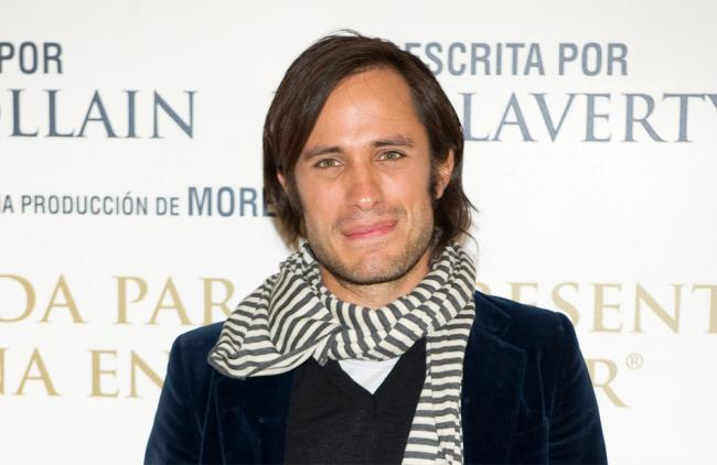 El mexicano acaba de grabar un vídeo musical con Calle 13 y la española María Valverde.