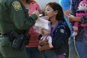 Denuncian violaciones por detención de niña inmigrante enferma y sin asistencia médica