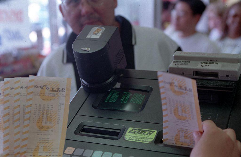 Buscan al feliz ganador de un premio de Super Lotto de $13 millones de dólares