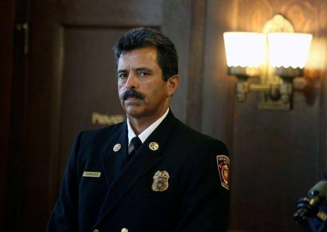 Latino a unas horas de ser el jefe de bomberos de Los Ángeles