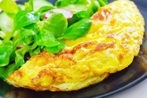 Omelette de queso crujiente, el desayuno keto favorito
