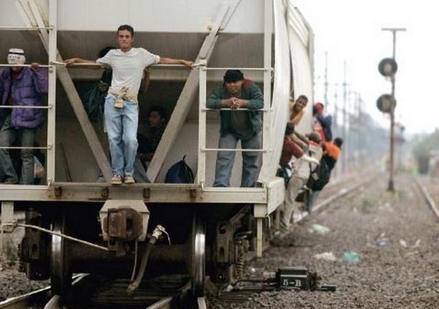"""México incrementa """"operativos"""" para frenar a centroamericanos"""