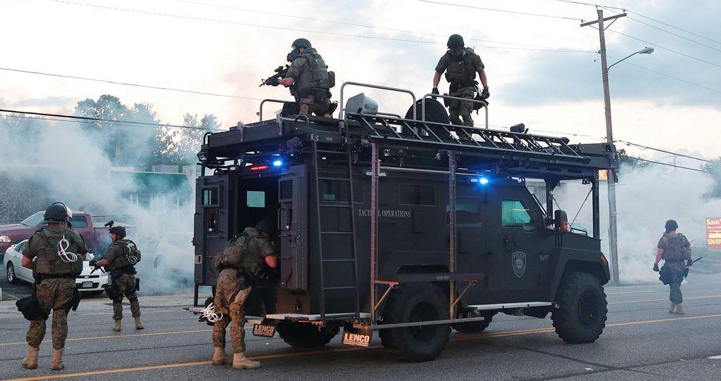 Editorial: La militarización de la policía