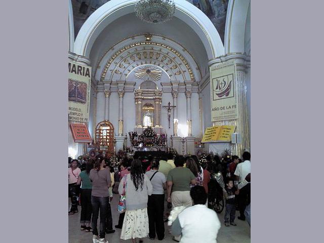 La pequeña imagen de la madre de Dios de Juquila en Oaxaca, es venerada y visitada por miles de devotos.