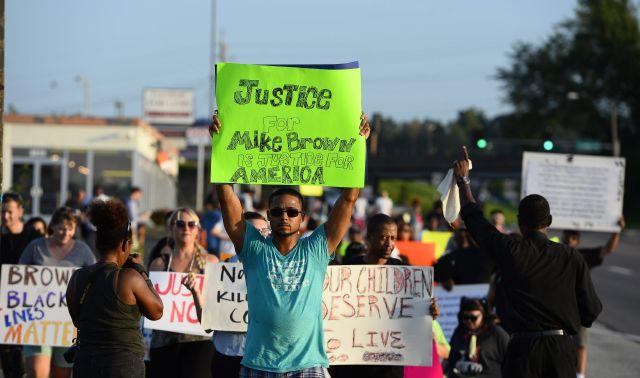 Oficial que mató a Michael Brown recauda más fondos que la familia Brown