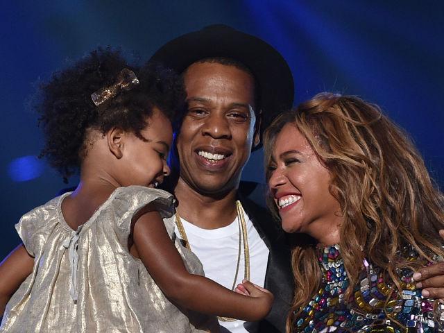Jay-Z y Beyoncé con Blue Ivy.