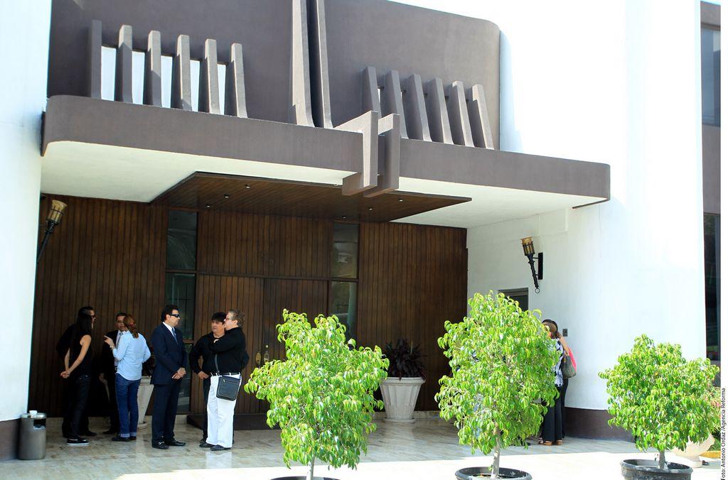 Los restos de 'La Tucita' son velados en la funeraria Benito M. Flores .