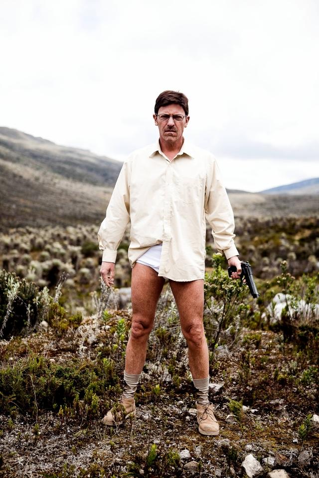 Diego Trujillo (der.) es Walter Blanco, a quien dió vida Bryan Cranston abajo) en 'Breaking Bad', en 'Metástasis'/