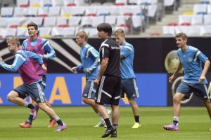 Alemania inicia el camino a Euro 2016