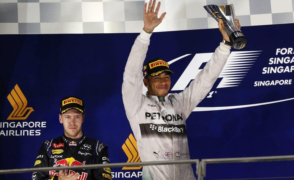 Hamilton gana en Singapur y se sube al liderato en Mundial