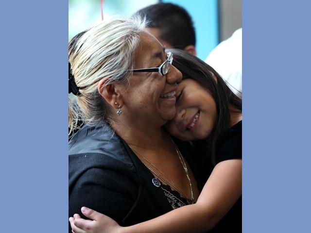 Piden padrinos para niños de LA en  hogares temporales