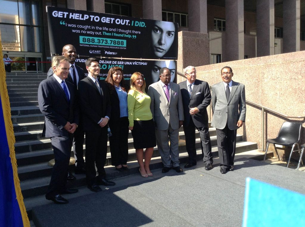 Ofrecen ayuda a víctimas de tráfico humano en LA