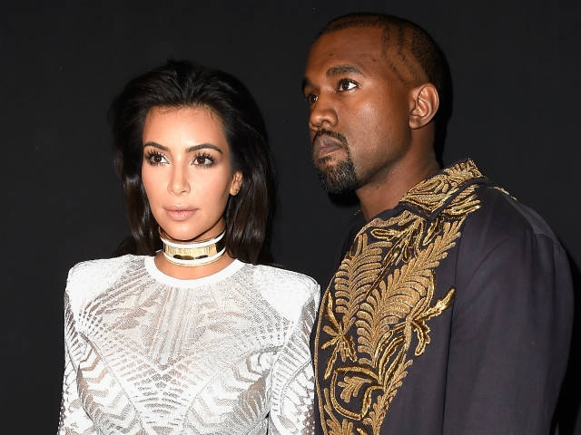 Atacan a Kim Kardashian y casi la tiran al suelo en París