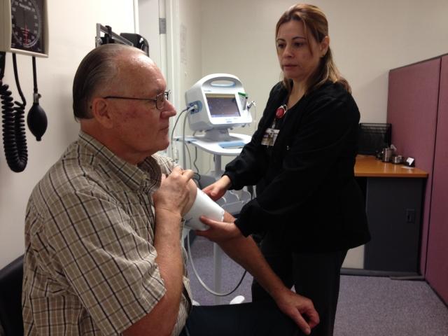 Medi-Cal ofrece cobertura para consultas médicas, internaciones hospitalarias, medicamentos recetados, tratamientos de rehabilitación y otros servicios médicos.