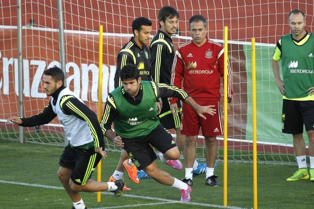 Xavi apoya a Casillas