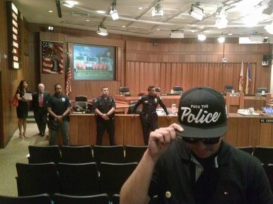 Se cancela reunión del concejo de Santa Ana por una gorra