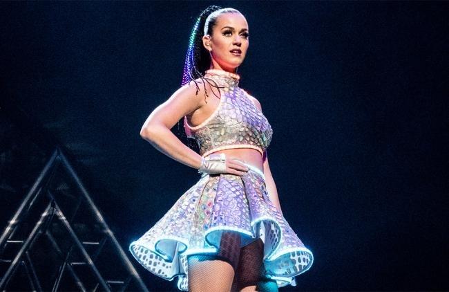 Los nombres de Coldplay y Rihanna también suenan para unirse a Perry el día de la gran final.