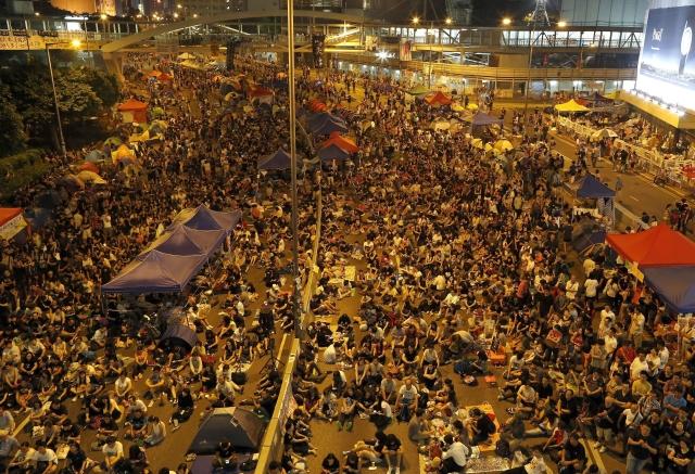 Regresa la calma pero aumentan los manifestantes