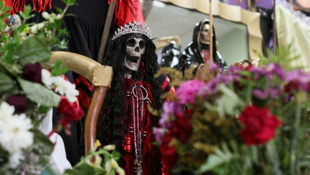 Más angelinos practican culto a la Santa Muerte (fotos)