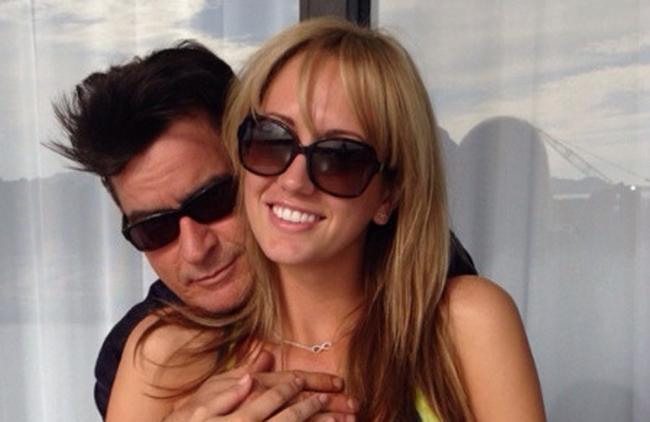 Charlie Sheen rompe con la actriz porno Scottine Ross