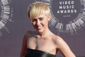 Miley Cyrus enseñó a ignorar las críticas a Ariana Grande
