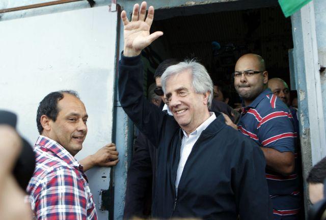Uruguayos votan por su nuevo presidente