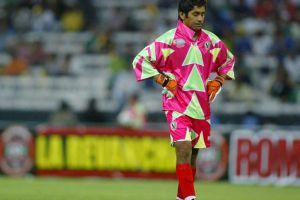 Jorge Campos estuvo a punto de no jugar en Francia 98 por culpa de su famoso uniforme